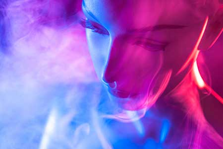 Smoke surrounds an artificial intelligence figure, showing connection between smoking and Sudden Infant Death Syndrome.