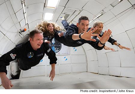 A tripulação do Inspiration4 - Chris, Hayley, Jared e Sian experimenta gravidade zero em uma aeronave especial, o Vomit Comet.